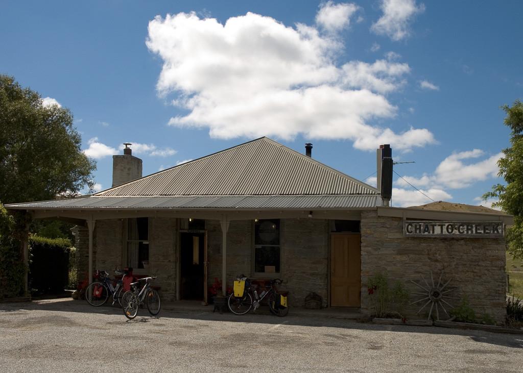 otago-rail-trail-haunted-pub