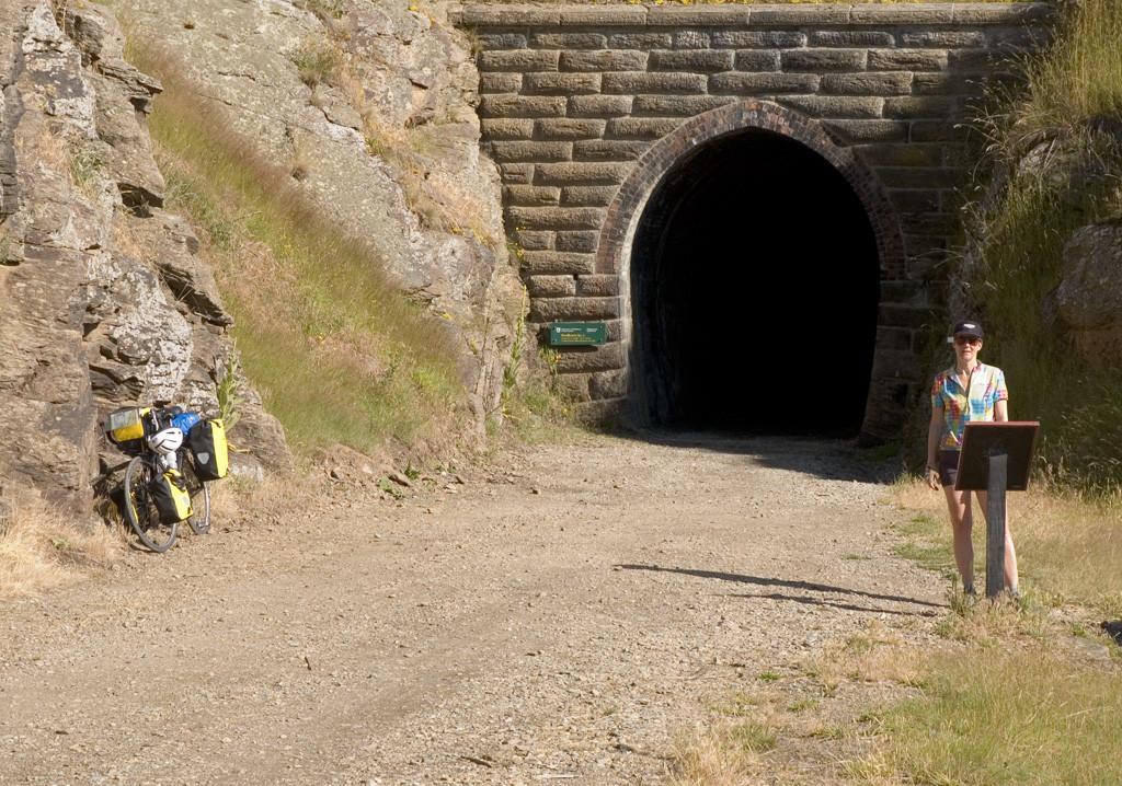 otago-rail-trail-tunnel